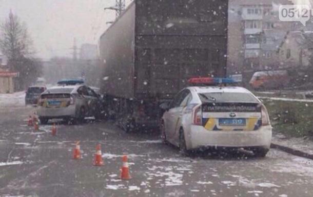 Полицейский автомобиль столкнулся с фурой в Николаеве