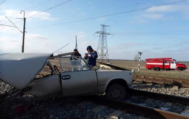 В Запорожской области поезд протаранил на переезде ВАЗ