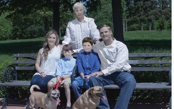 Семья американцев шокировала Сеть фотосессией