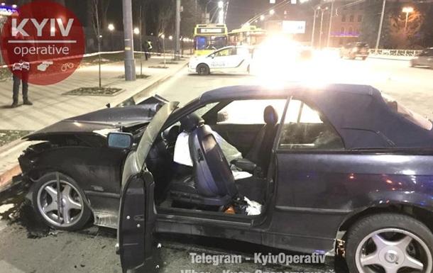 В Киеве лоб в лоб столкнулись Mitsubishi и BMW: пятеро пострадавших
