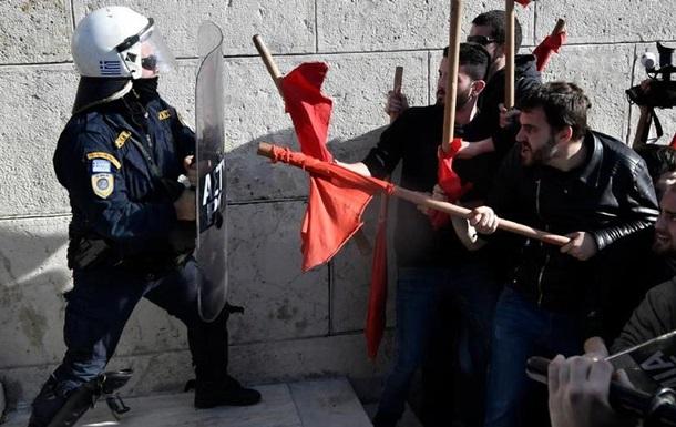 Сутички в Афінах: поліція застосувала сльозогінний газ
