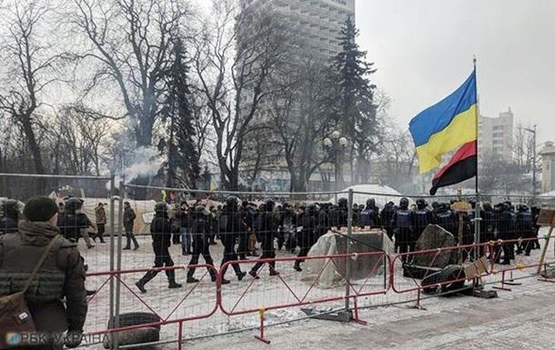 Под Радой подрались митингующие с полицией