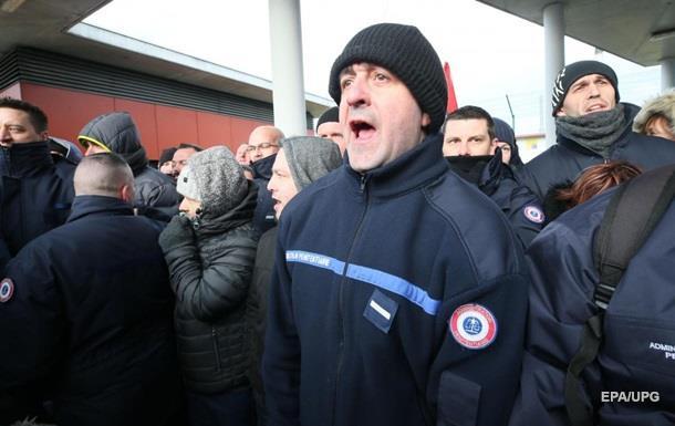У Франції наглядачі заблокували в тюрмі міністра