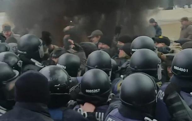 З явилося відео бійки під Верховною Радою