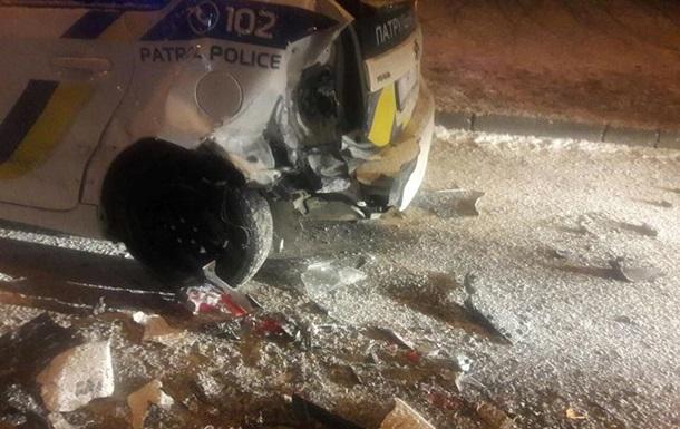 У Львові Mercedes в їхав у патрульних, є постраждалі