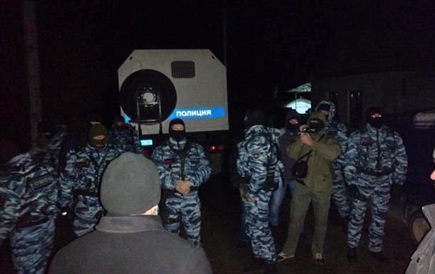 У Криму затримали учасників одиночних пікетів
