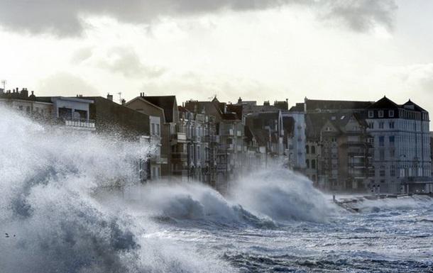Українців попередили про шторм в Європі