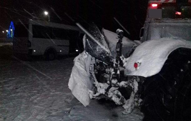 На Сумщині маршрутка зіткнулася з трактором: п ятеро постраждалих