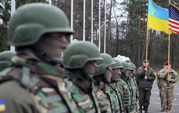 Постачання зброї в Україну.