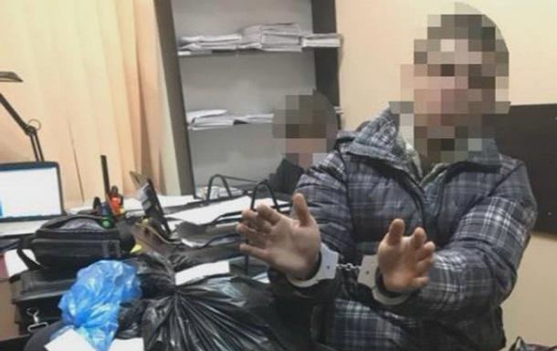 В Кривом Роге полицейский торговал вещдоками