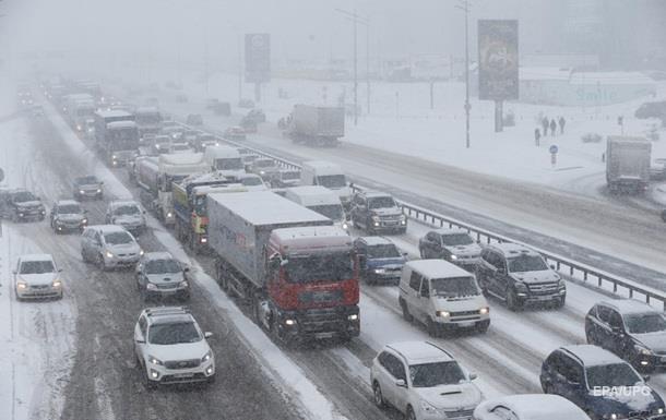 Одеську трасу закрили для всіх видів транспорту