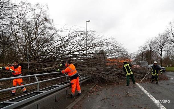Нідерланди та Німеччину охопив ураган, є жертви