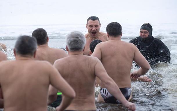 Водохреща в Україні: Зірки і в'язні в ополонці