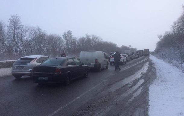 На трассе Киев-Одесса многокилометровая пробка
