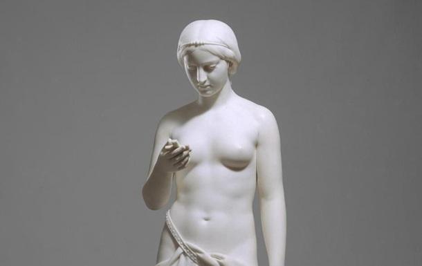 Знайдена мармурова статуя 19 століття з  iPhone  в руці