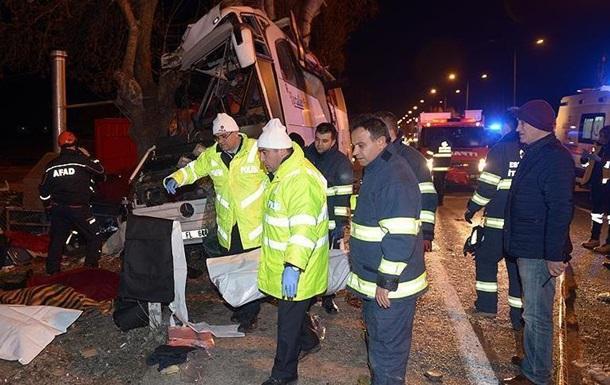 У Туреччині розбився шкільний автобус: 11 загиблих