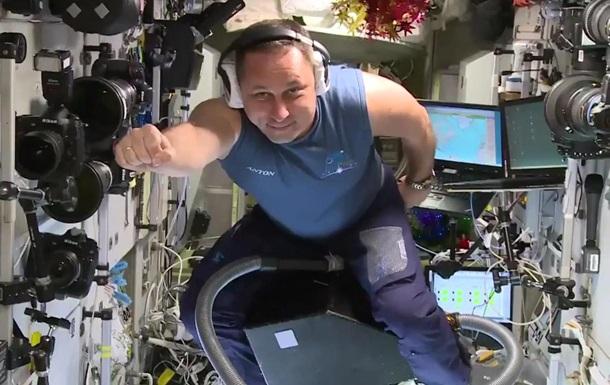Российский космонавт пролетел на пылесосе по МКС