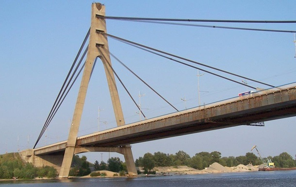 У Києві обмежать рух по Московському мосту