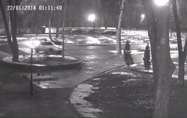 В Виннице пьяный на Лексусе ездил по парку Славы