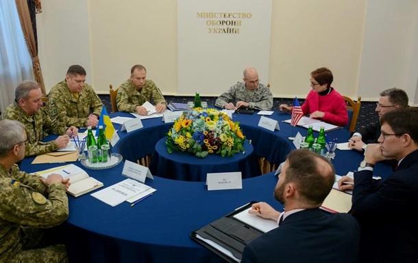 Муженко розповів Волкеру про ситуацію на Донбасі