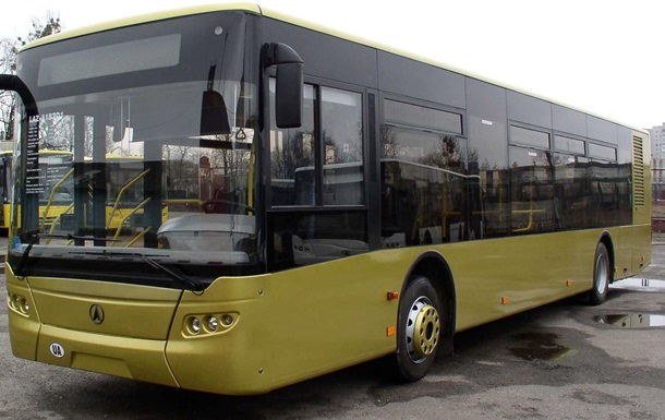 УЛьвові поліція почала вилучати міські автобуси через борг перевізника