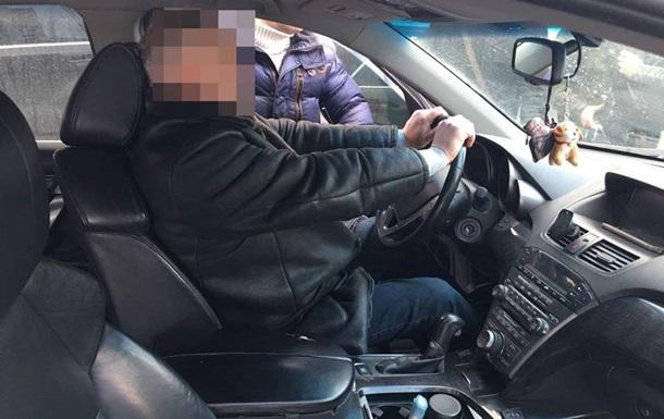 У Харкові борець з корупцією спіймався на хабарі у $8 тисяч