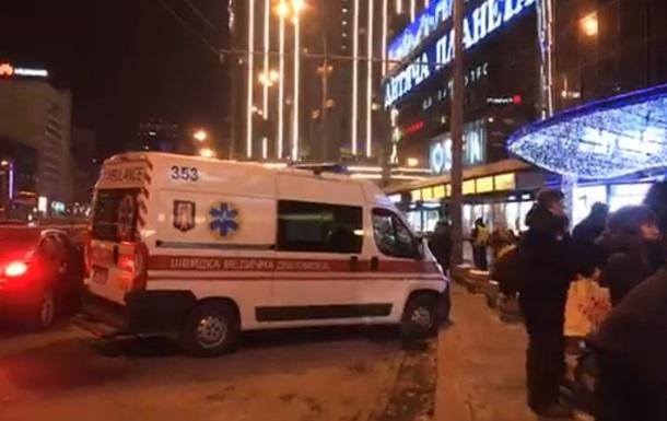 У Києві поліція перевіряє ТРЦ Україна після повідомлення про мінування