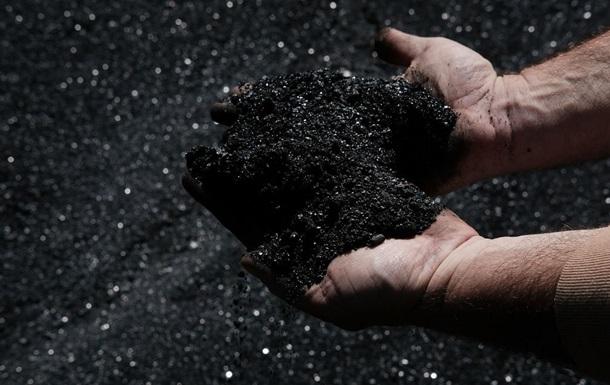 ЗМІ: Північна Корея торгує вугіллям в обхід санкцій