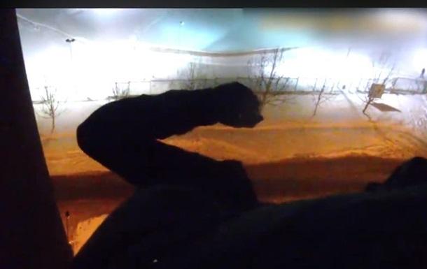 В Днепре патрульные поймали за ногу мужчину, прыгавшего с 10 этажа