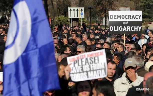 Тысячи албанцев вышли на антиправительственную акцию