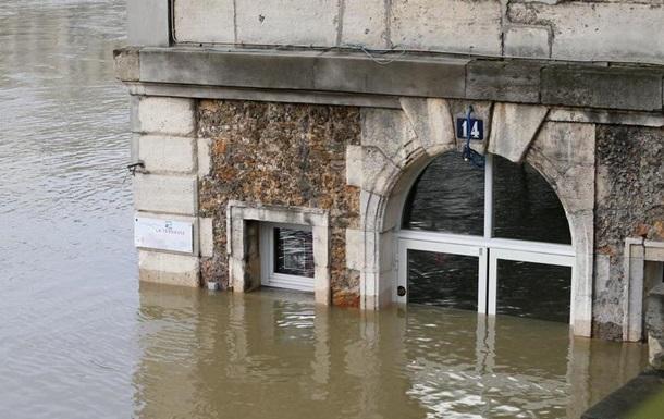 Через повінь у Парижі евакуювали 1500 людей