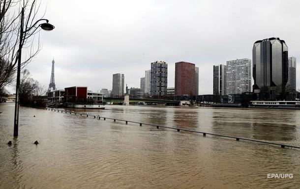 У Парижі рівень води в Сені досяг піку