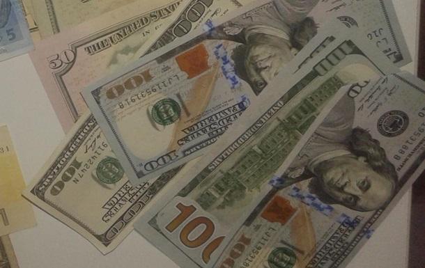 Митники затримали іноземця зі $125 тисячами в рюкзаку