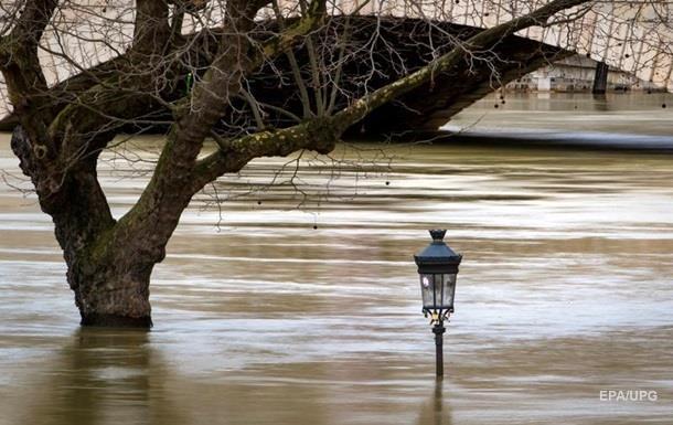 Схожий на Венецію. Як Сена затопила Париж