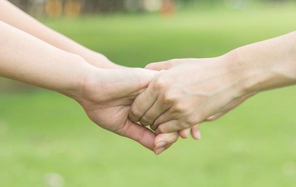 Психологи пояснили, чому люди довіряють незнайомцям