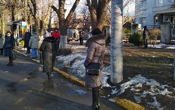 У Чернівцях біля зупинки збили трьох людей