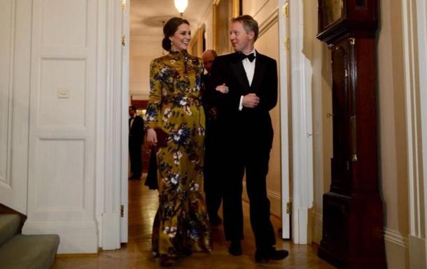 Кейт Міддлтон у гірчичній сукні в Кенсингтонському палаці