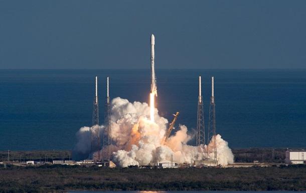 SpaceX запустила военный спутник связи