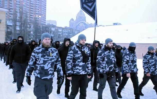 DW: Хто і навіщо вивів  Національні дружини  на українські вулиці