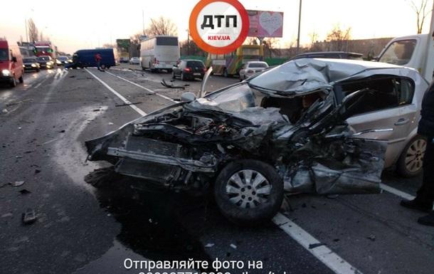Настоличном Броварском проспекте— авария, создалась пробка