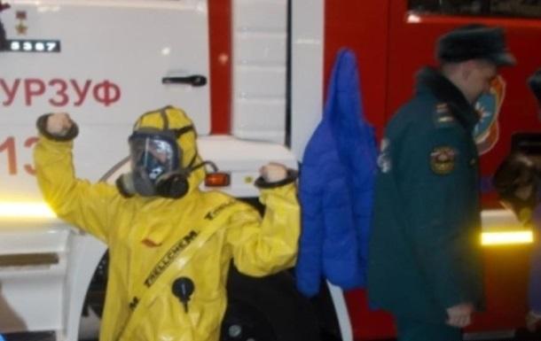 В Крыму детей учили надевать костюмы химзащиты