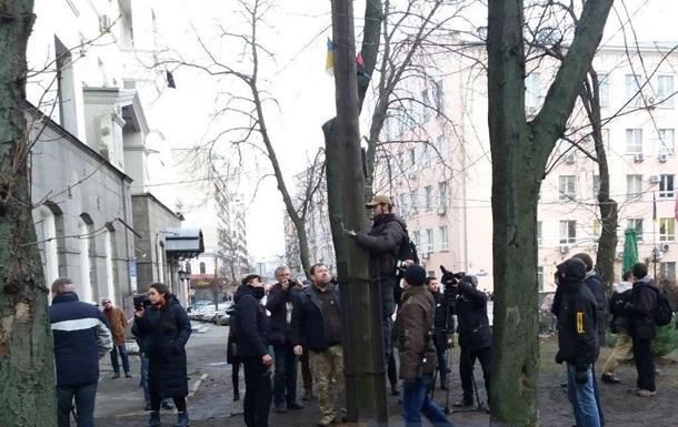 В центре Киева демонтировали крест УПЦ МП