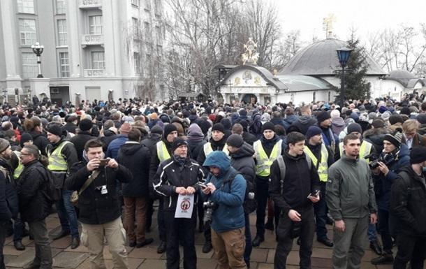 У Києві провели молебень проти захоплення храму УПЦ (МП)