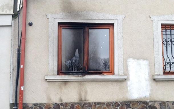 В Ужгороді кинули  коктейль Молотова  в будівлю союзу угорців