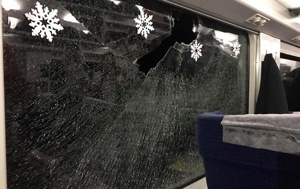 Укрзализныця сообщила о тратах на разбитые вандалами окна Интерсити