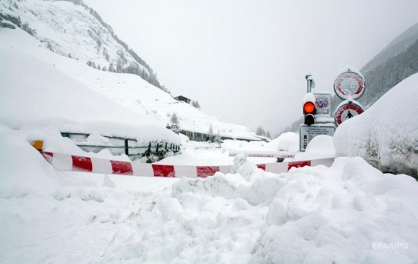 Європу завалило снігом, закриті десятки трас