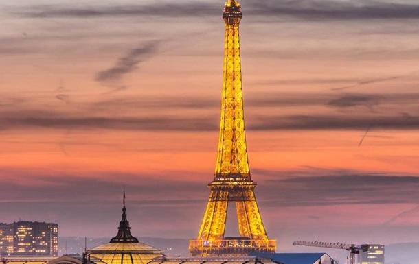 Эйфелеву башню закрыли для посетителей