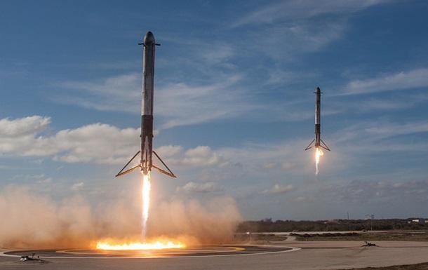 Один з прискорювачів Falcon Heavy не приземлився