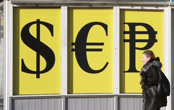 У київських обмінниках дешевшають долар та євро