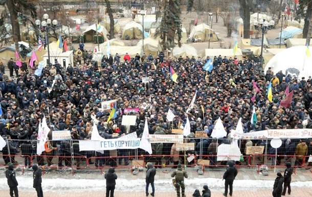 Под Радой митингуют военные пенсионеры